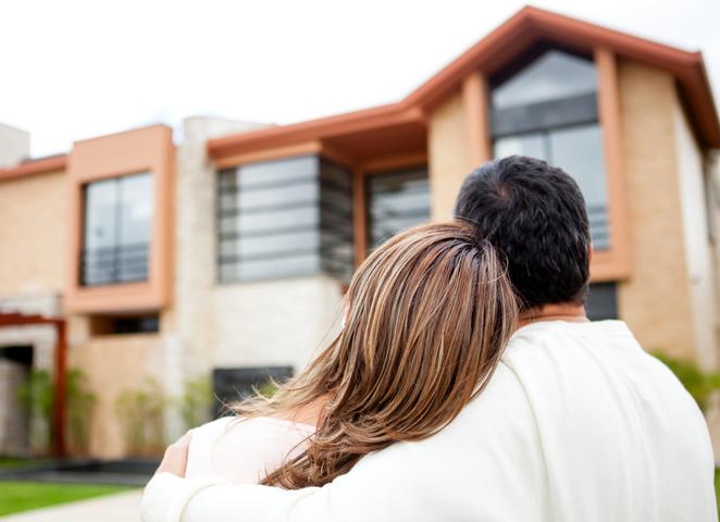 Új ingatlant vásároló pár