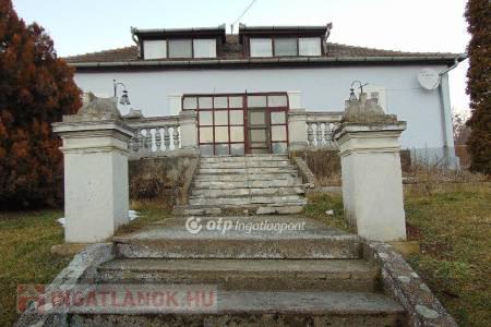 Eladó  ház Csesztve, 31.900.000 Ft, 267 négyzetméter